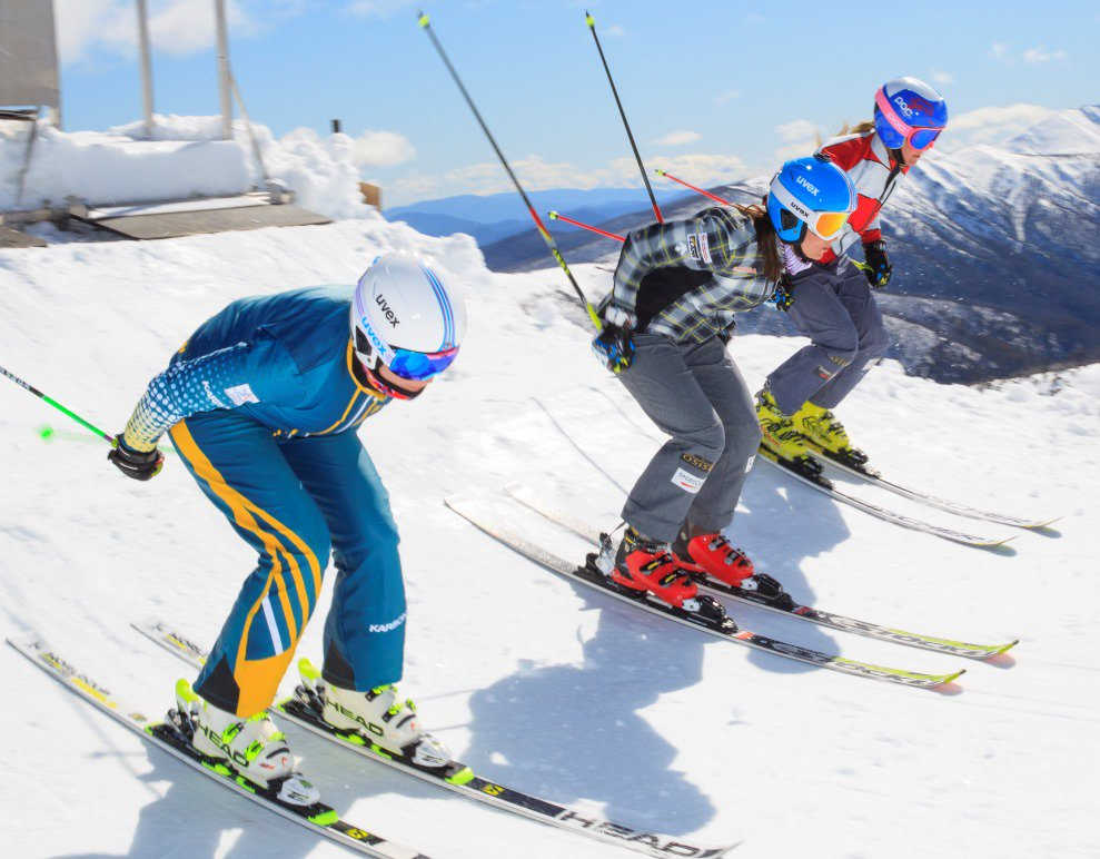 Snow mountain ski race