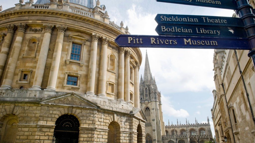 Radcliffe Camera and street sign with all other famous places.